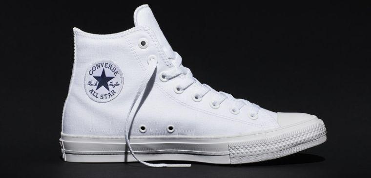 Eine weiße Version des Chucks von Converse.
