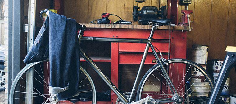 Ein Imagepic mit Fahrrad und Jeans von Levi's®.