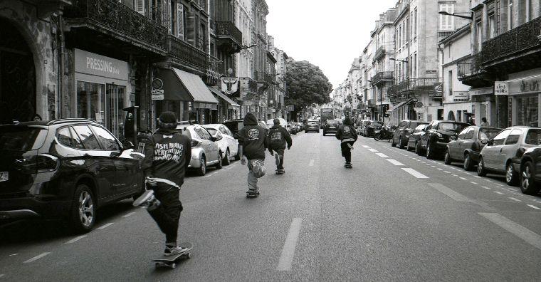 Das Magenta Team pusht durch die Straßen.