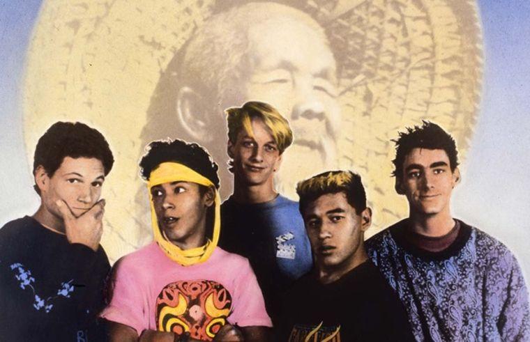 Die legendäre Bones Brigade, bestehend aus Mike McGill, Tommy Guerrero, Tony Hawk, Steve Caballero und Lance Mountain.