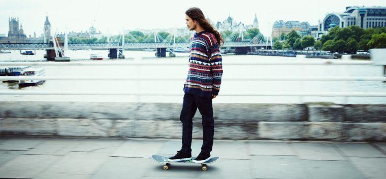 Lo skater del team Supra Dee Ostrander per le strade di Londra.
