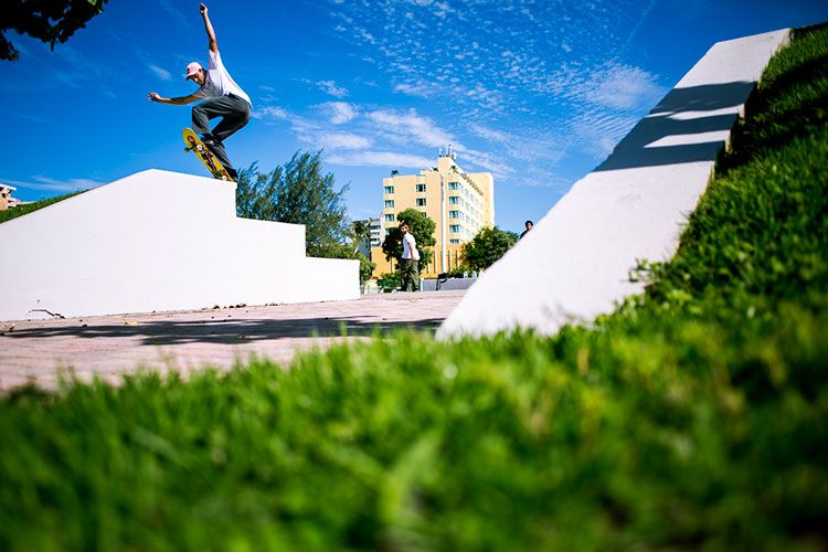 Welcome Skateboards team rider Ryan Townley with a Frontblunt.