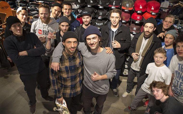 Ein Teil des Teams von Trap Skateboards mit Gründer Richie Löffler.