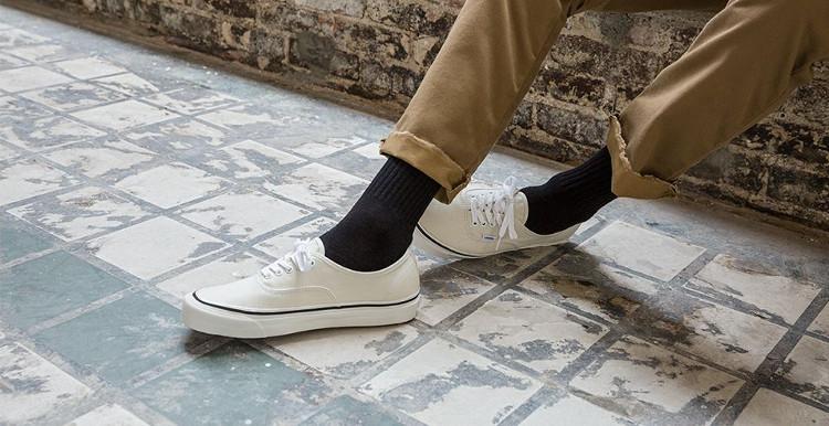 Seit 1966 produziert Vans Skateschuhe wie den Authentic.